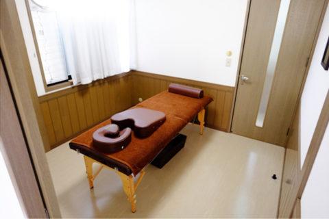 明泉堂こうの治療院ベッド